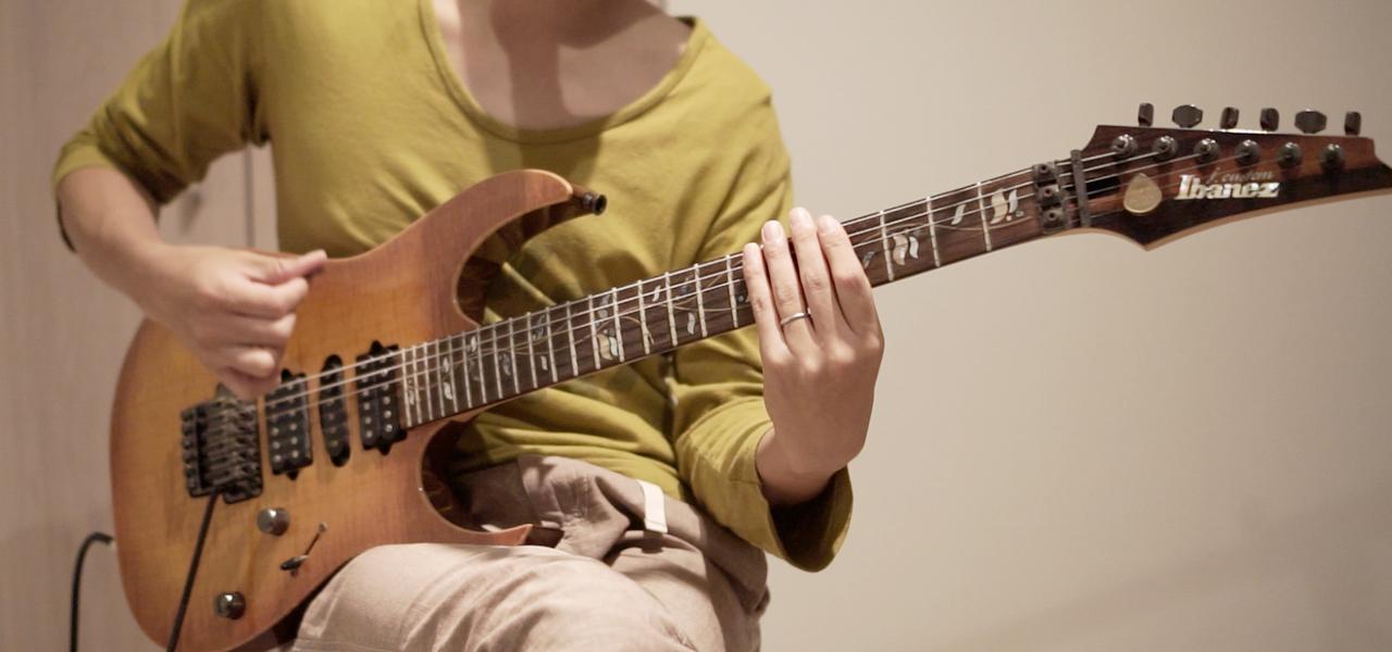 ギターでカッティングをしてる人